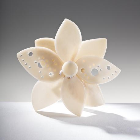 Roses & Fleurs en tagua, ivoire végétal - Broche Lisa blanche - kokobelli
