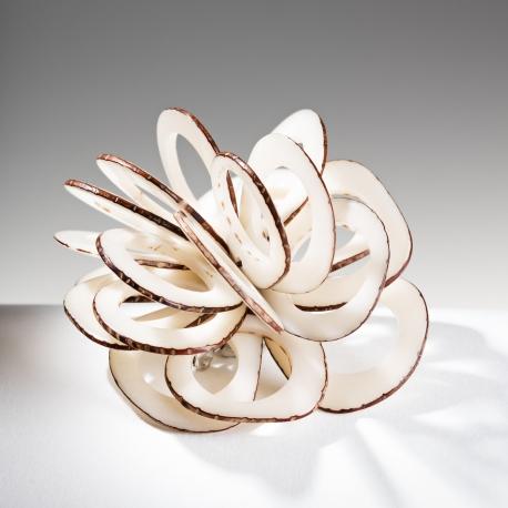 Roses & Fleurs en tagua, ivoire végétal - Broche Rose Dentelle blanche - kokobelli