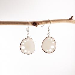 Boucles d'oreilles Mini Kalax blanches en tagua, ivoire végétal par Kokobelli