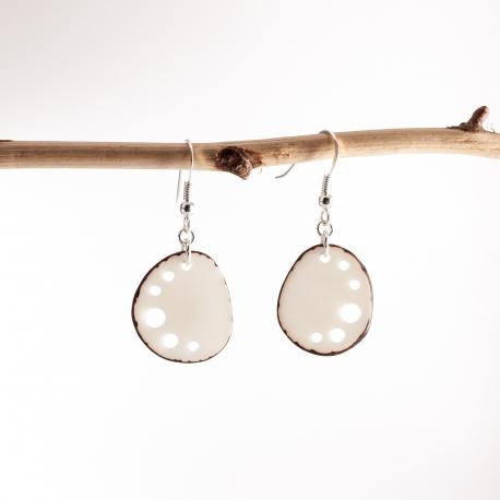 Boucles d'oreille en tagua, ivoire végétal - Boucles d'oreilles Mini Kalax blanches - kokobelli